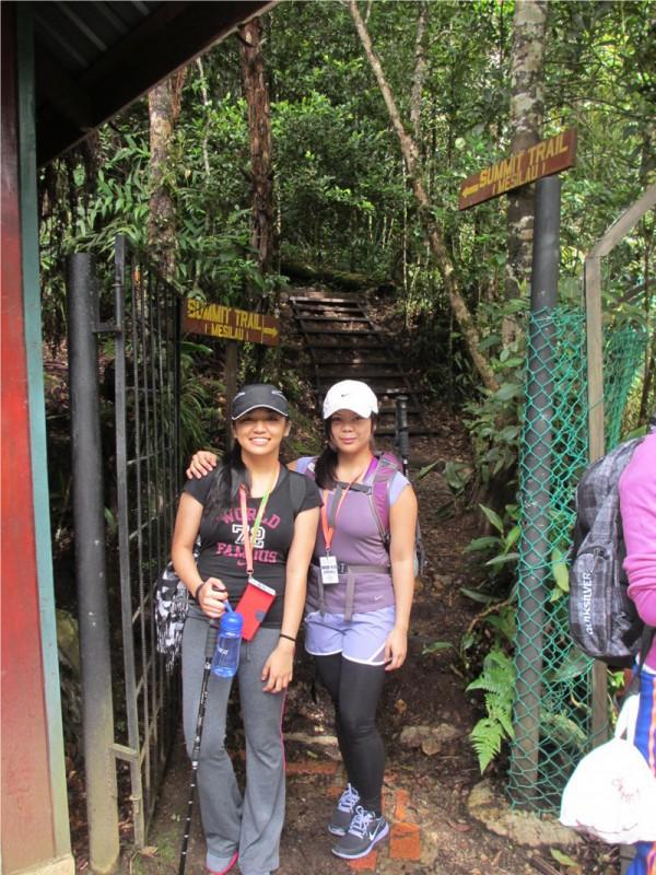 2 Day Hike Mount Kinabalu Malaysia Low's Peak - Start Trail