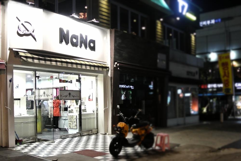 Ear piercings in gangnam seoul south korea for Open tattoo shops near me