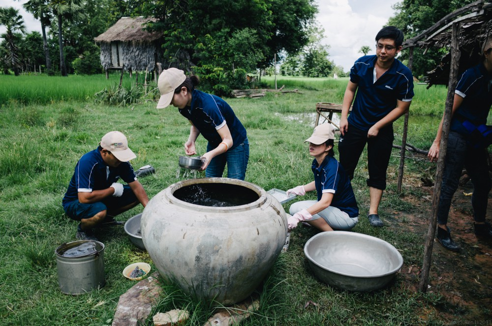 Volunteer in Asia Cambodia Siem Reap Water for Life Filters