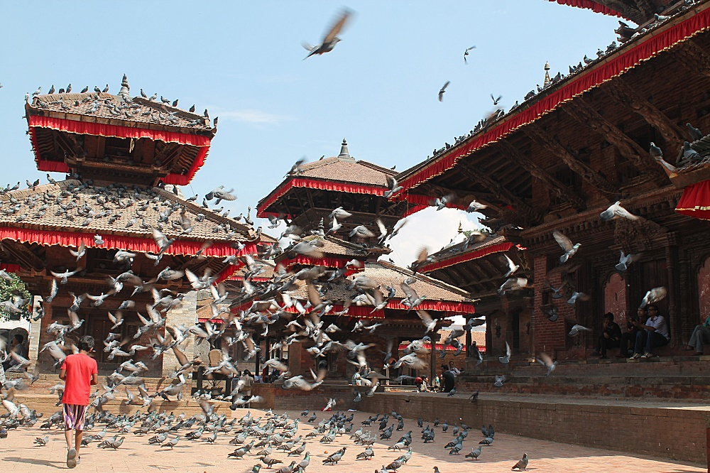 distracted-pulsating-city-kathmandu-nepal