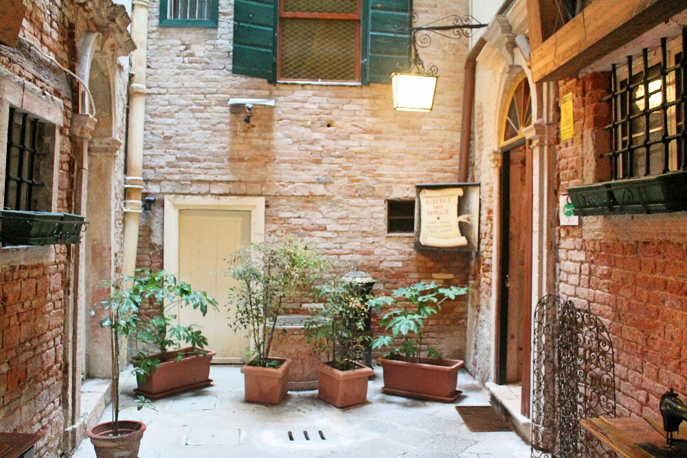 Hotel san samuele a charming hotel in the heart of venice for Charming hotels of the world