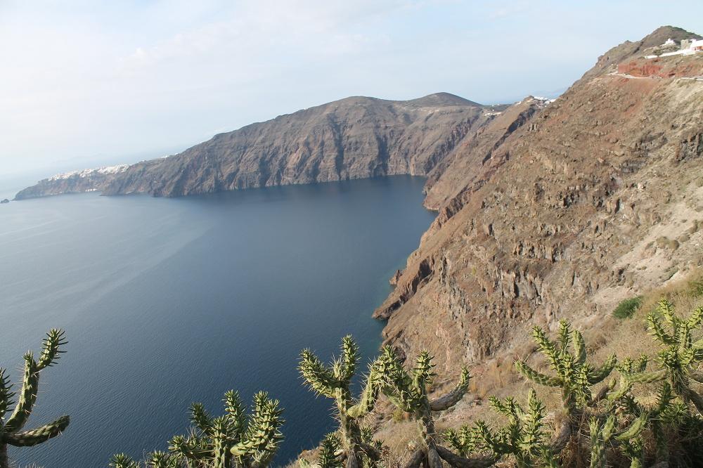Colourful Scenery in the Dream Destination, Santorini Scenic Walk Fira to Oia