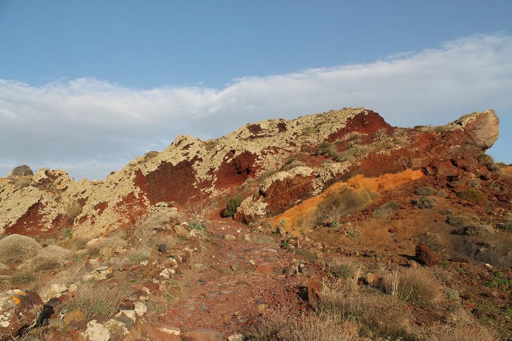 The Contrasting Colours of Santorini: A Dream Destination Scenic Walk Fira to Oia