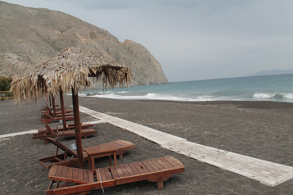 The Contrasting Colours of Santorini: A Dream Destination Black Beach