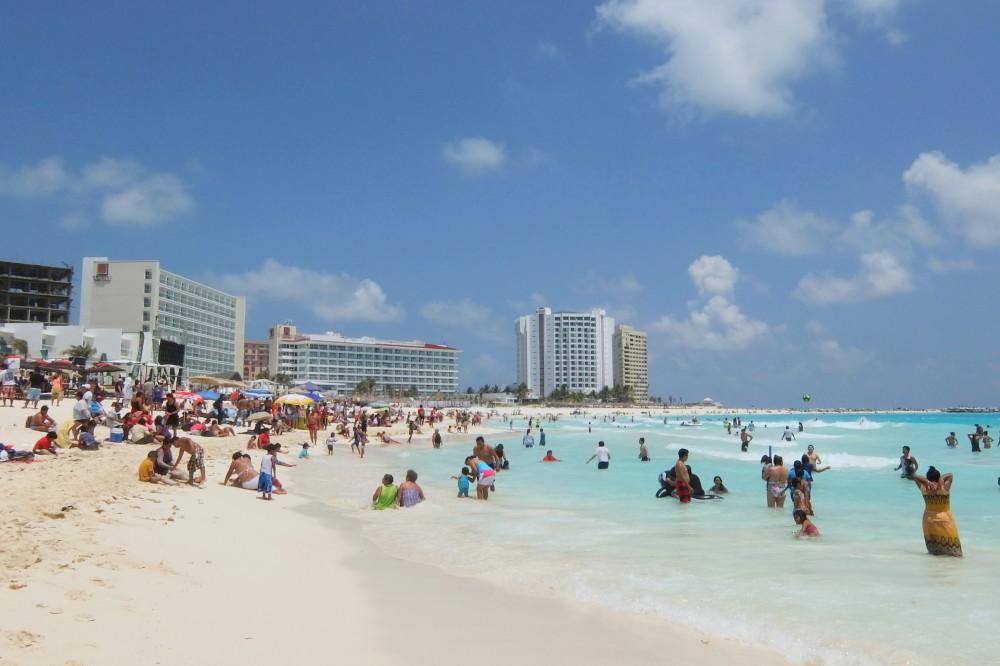 Mexico Caribbean Cancun Beach Crowd
