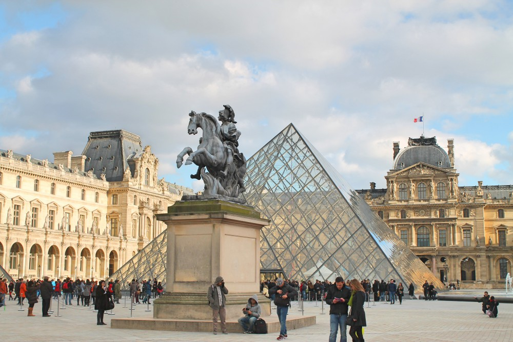 Weekend Arts Romance - 2 Days in Paris France - Louvre Museum Pyramid