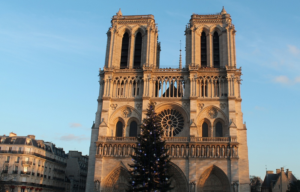 Weekend Arts Romance - 2 Days in Paris France - Notre Dame Cathedral