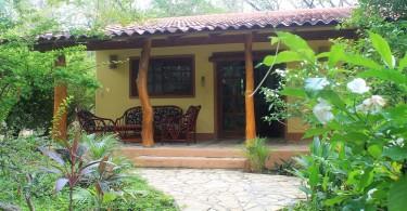 mango-rosa-nicaragua-bungalow