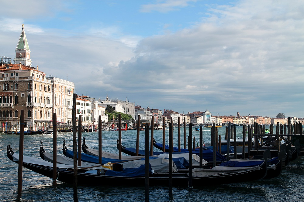 Venice Romantic City Italy Love - Couple Travel - Gondola