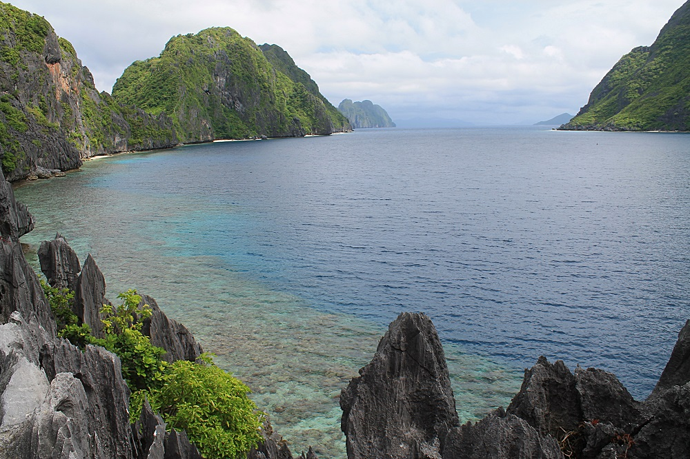 El Nido Palawan Paradise in the Philippines - View from Matinloc Shrine during Island Hopping