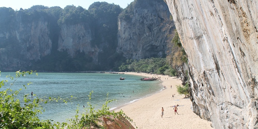 Backpacker Tonsai Bay Krabi Thailand
