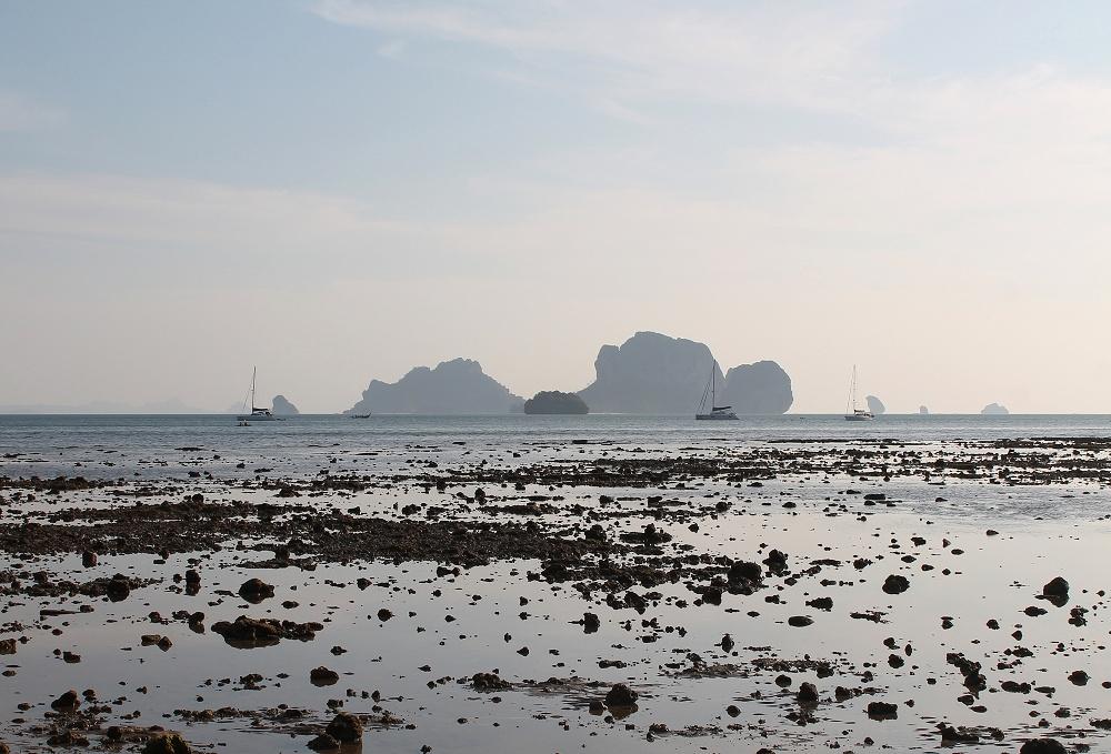 Backpacker Tonsai Bay Krabi Thailand - Beach