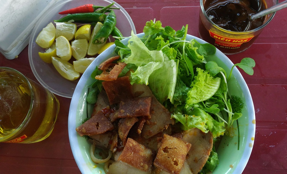 Things to do in Hoi An Vietnam - Cau Lau Local Food