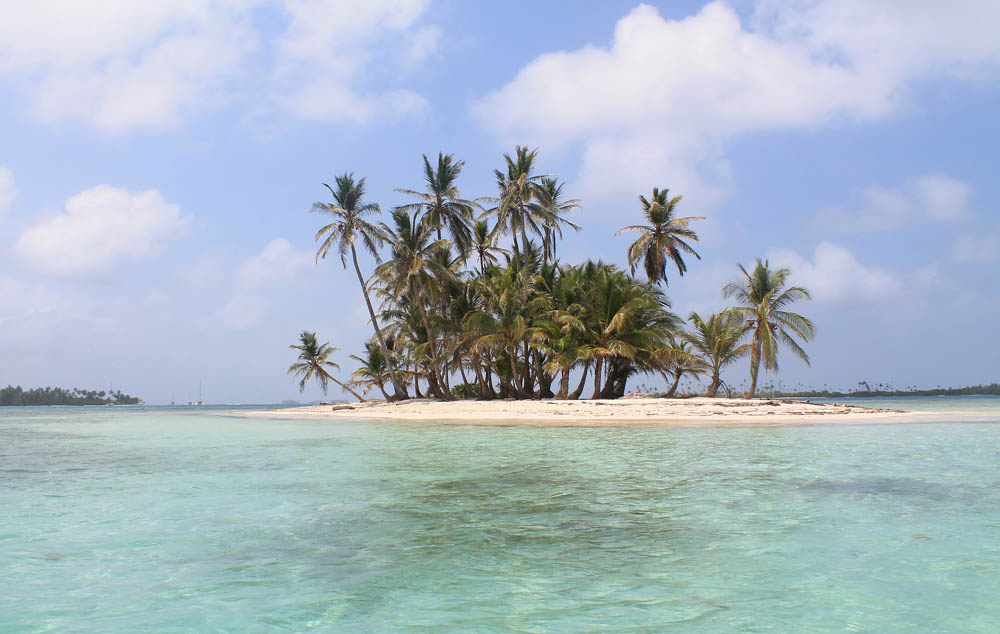 San Blas Islands - Island Hopping from Panama to Colombia - Isla Pelicano