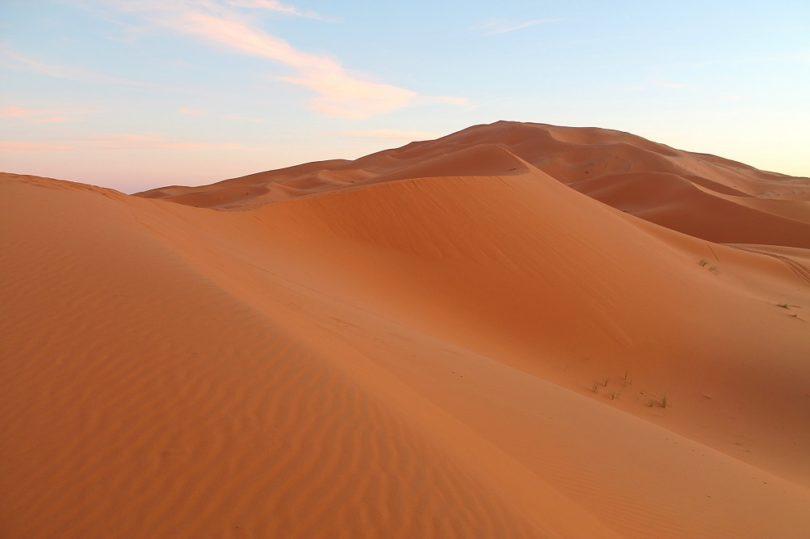 camping-sahara-desert-erg-chebbi-sand-dunes-morocco-orange