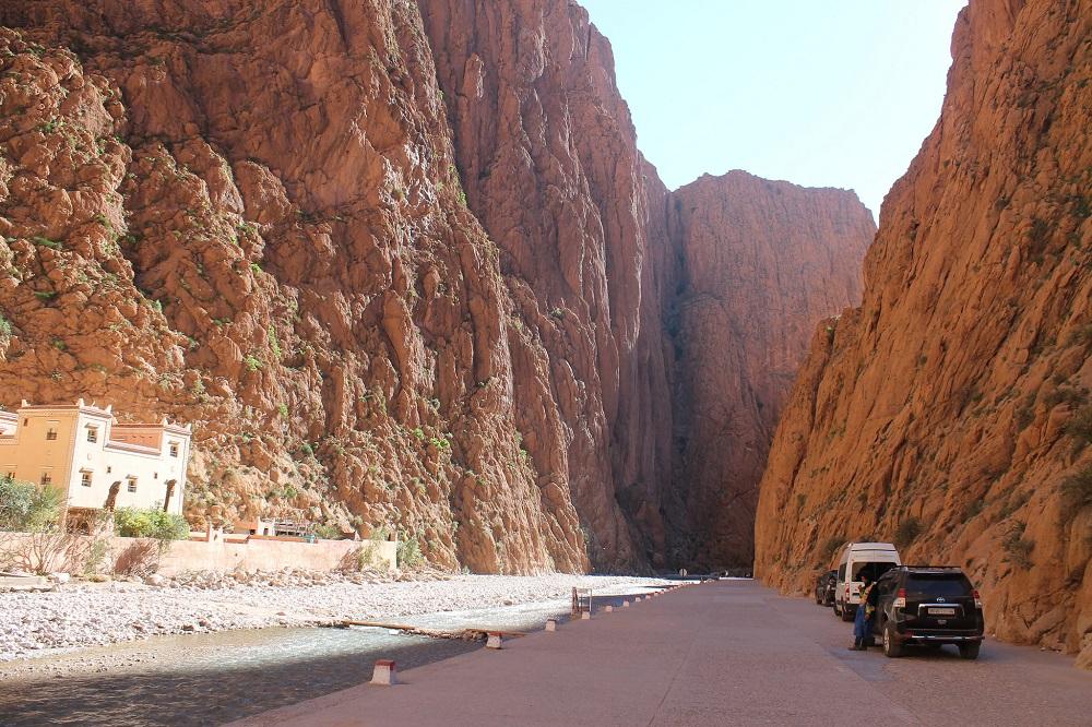 camping-sahara-desert-erg-chebbi-sand-dunes-morocco -todra -gorge