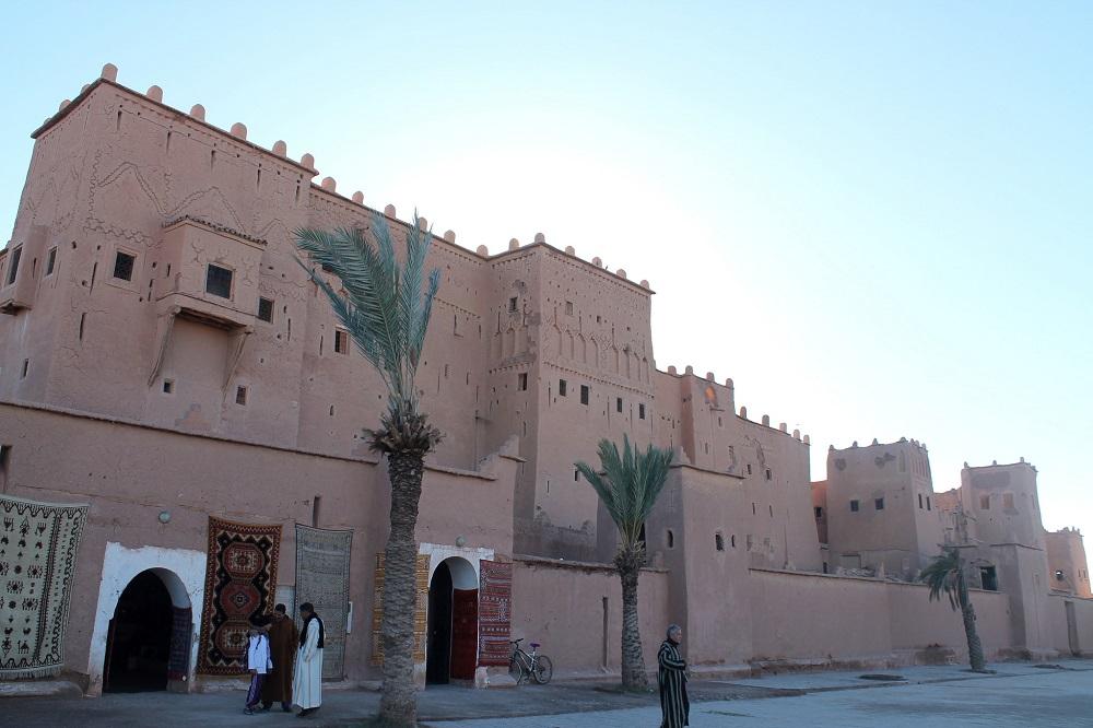 camping-sahara-desert-erg-chebbi-sand-dunes-morocco-ourzazate