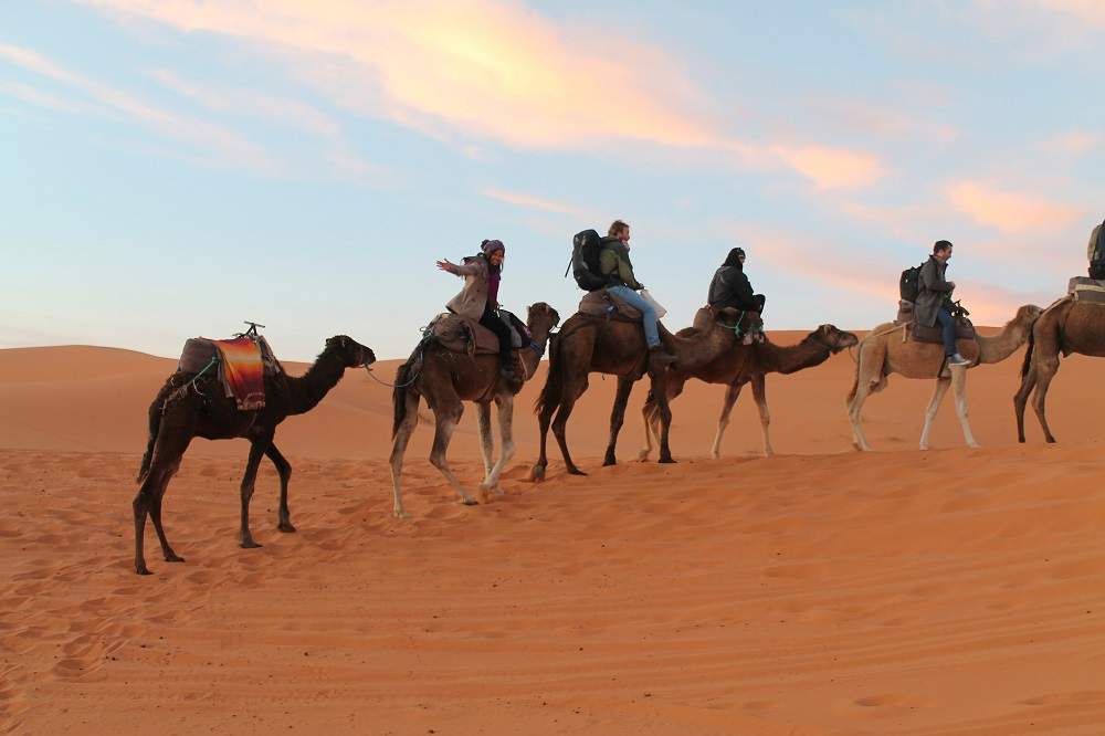 camping-sahara-desert-erg-chebbi-sand-dunes-morocco