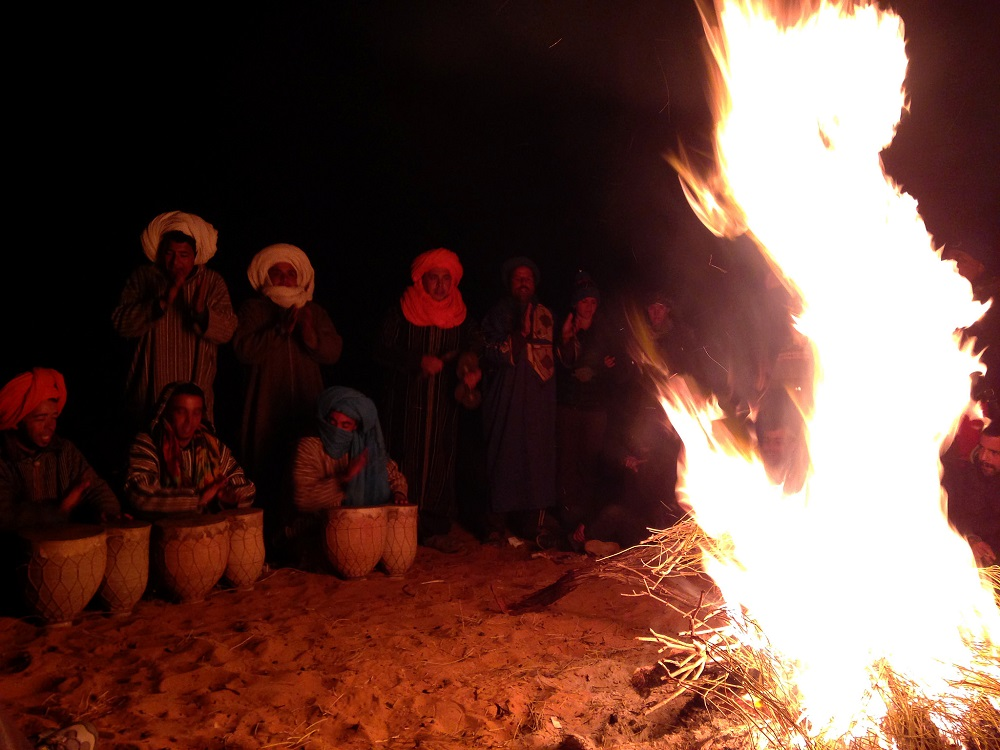 camping-sahara-desert-erg-chebbi-sand-dunes-morocco - camp