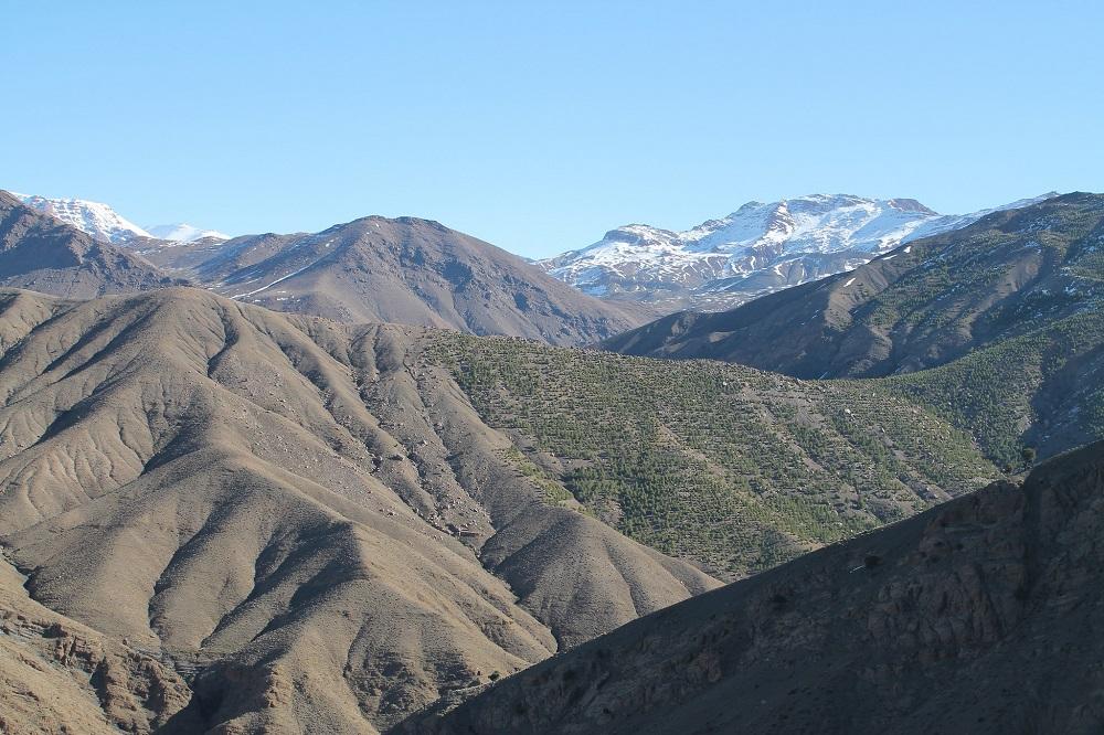 camping-sahara-desert-erg-chebbi-sand-dunes-morocco-atlas-mountains