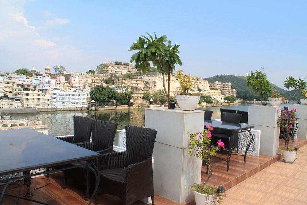 Lake Pichola Hotel - Romantic Lakeside Haveli Hotel in Udaipur India - Hotel Review