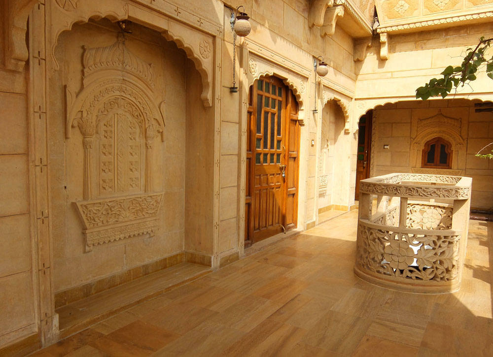 Alley - - Hotel Pleasant Haveli - Boutique Hotel Review