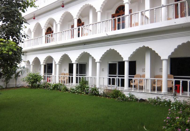 Hotel Isabel Palace - Khajuraho India- Hotel Review