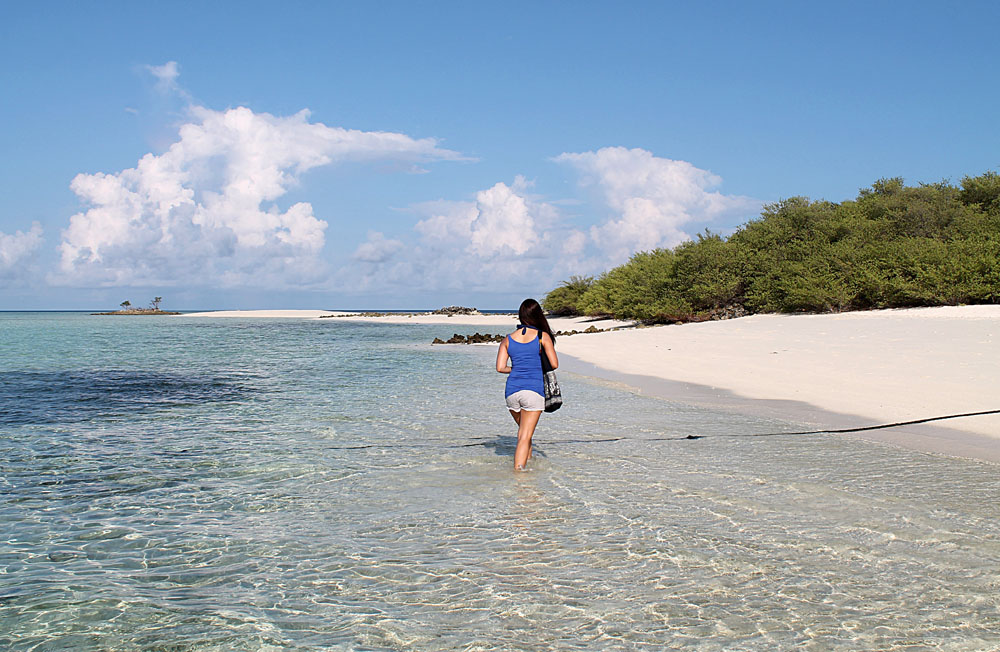 Woman - Mid-Range Maldives Resort Experience - Asdu Sun Island