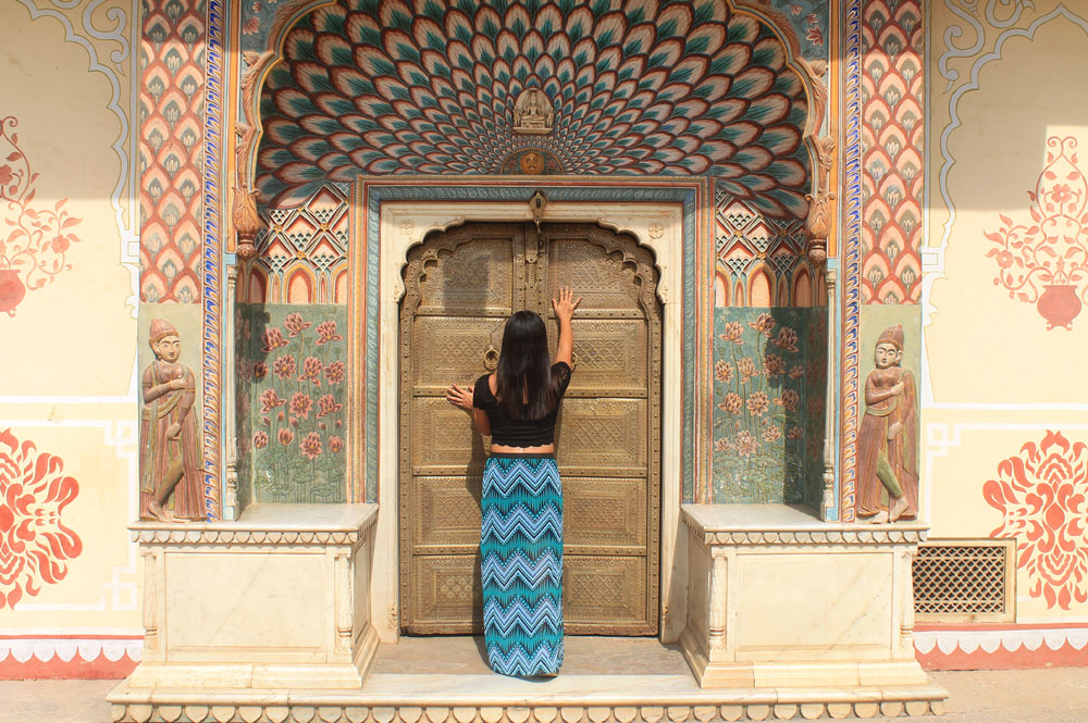 Woman wearing a colourful maxi skirt while travelling in India - What to Wear in India - Fashion Tips for Female Tourists