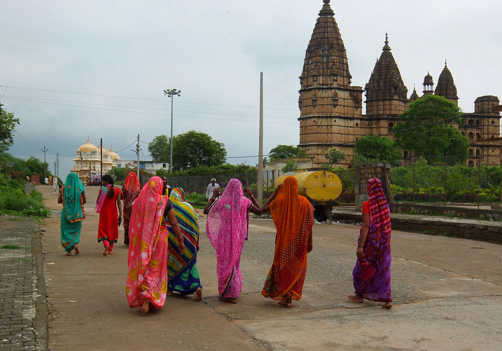 Indian women wearing colorul sarees - What to Wear in India - Fashion Tips for Female Tourists