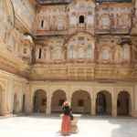 What to Wear in India: Fashion Tips for Female Tourists
