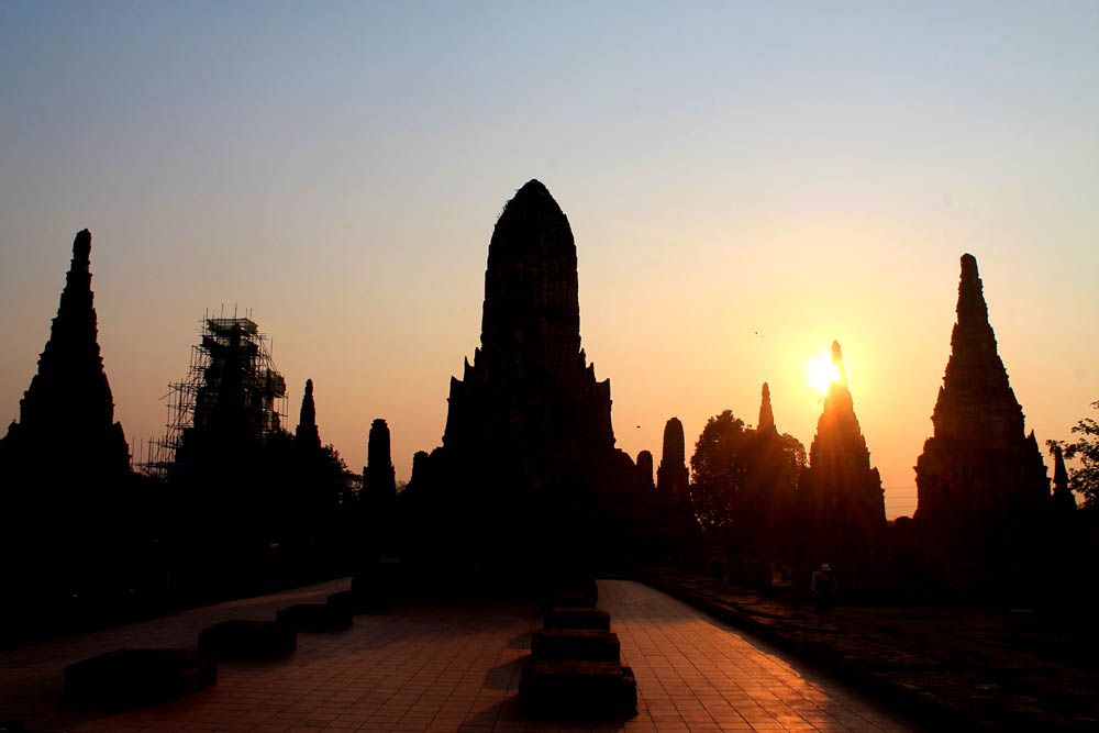 Wat Chaiwattanaram Sunset -Ayutthaya vs Sukhothai - Best Ancient Ruins in Thailand