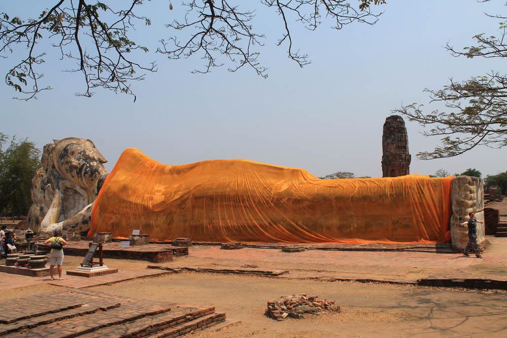 Wat Lokayasutharam - Ayutthaya vs Sukhothai - Best Ancient Ruins in Thailand