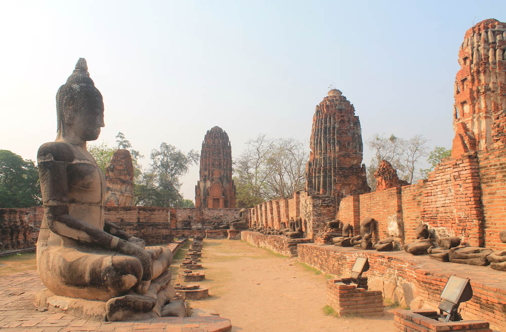 Wat Mahathat - Ayutthaya vs Sukhothai - Best Ancient Ruins in Thailand
