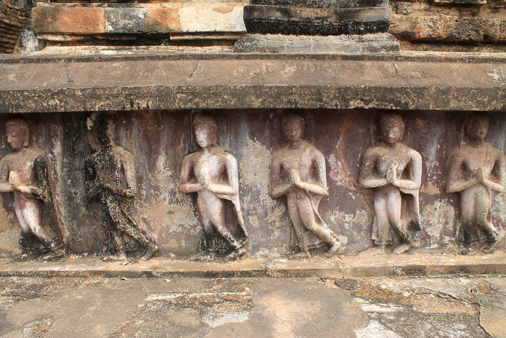 How to Visit Sukhothai - Ayutthaya vs Sukhothai - Best Ancient Ruins in Thailand