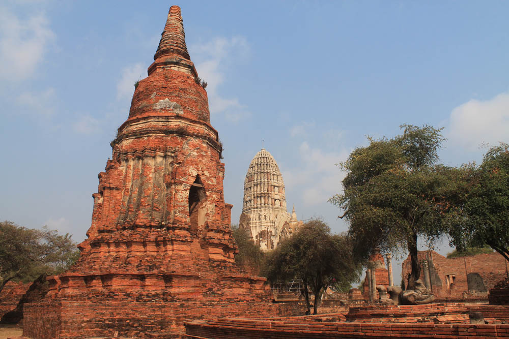 Wat Ratchaburana - Ayutthaya vs Sukhothai - Best Ancient Ruins in Thailand