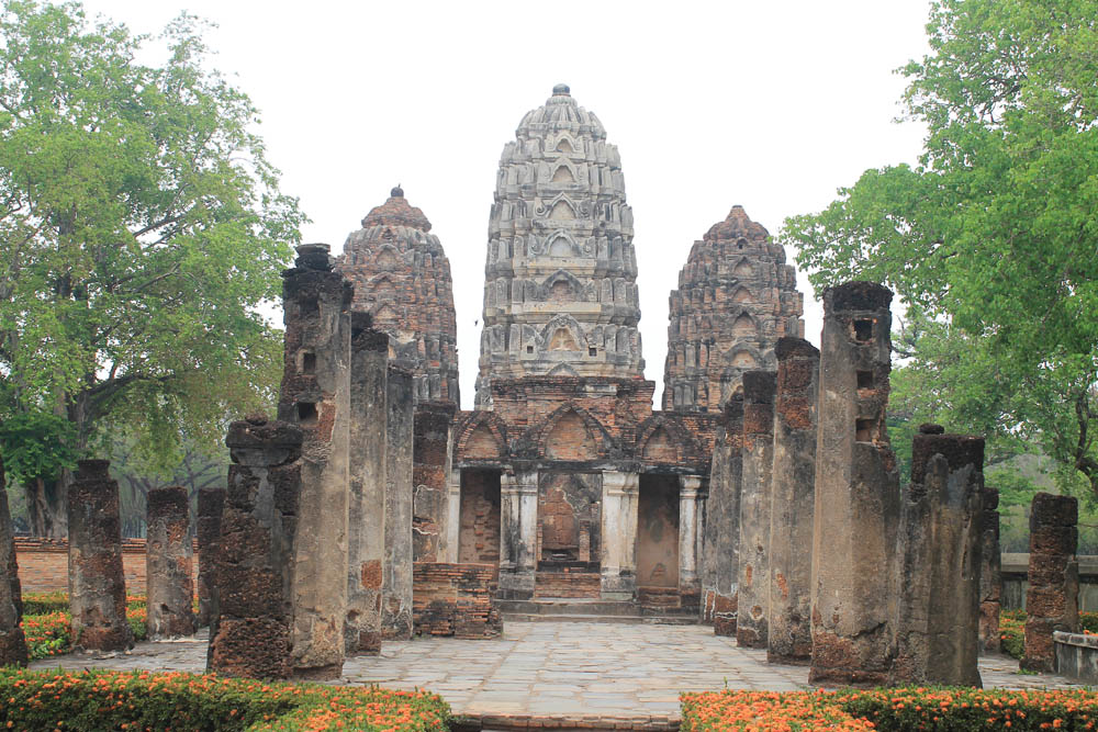 Wat Si Sawai - Ayutthaya vs Sukhothai - Best Ancient Ruins in Thailand