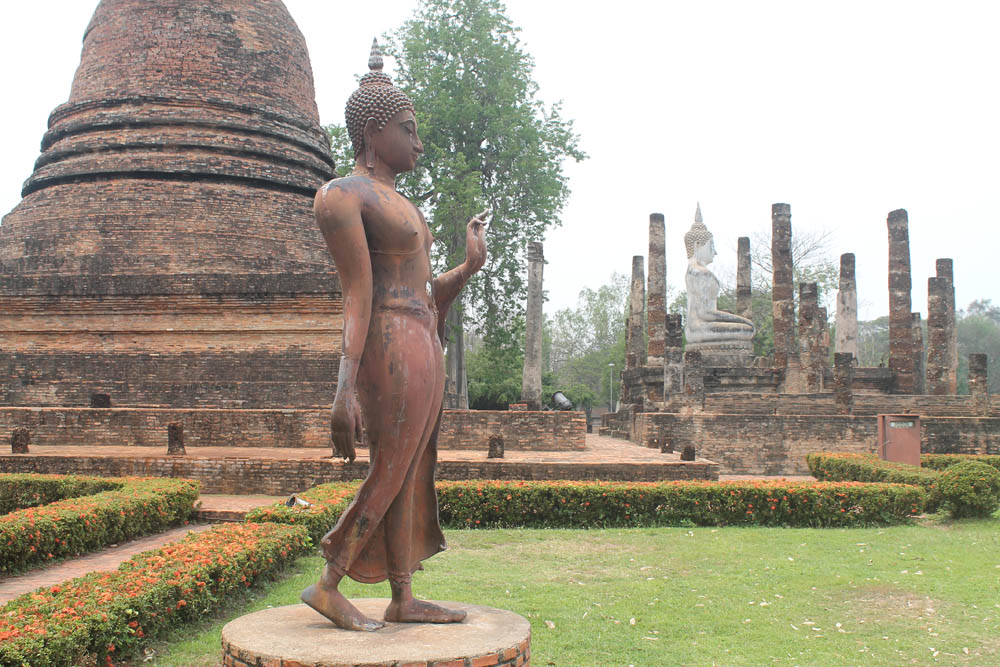 Wat Sra Si - Ayutthaya vs Sukhothai - Best Ancient Ruins in Thailand