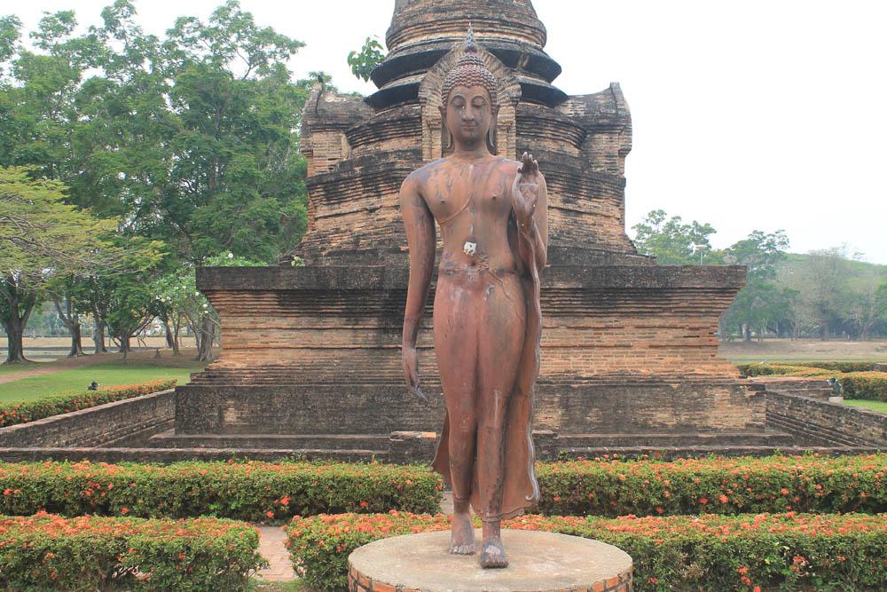 Sukhothai Buddha -Ayutthaya vs Sukhothai - Best Ancient Ruins in Thailand