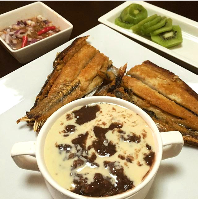 Champorado - Breakfast - Must Try Filipino Foods - How to Eat Like a Local in the Philippines
