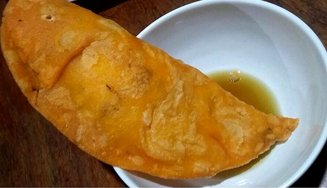 Empanada - Snack - Must Try Filipino Foods - How to Eat Like a Local in the Philippines