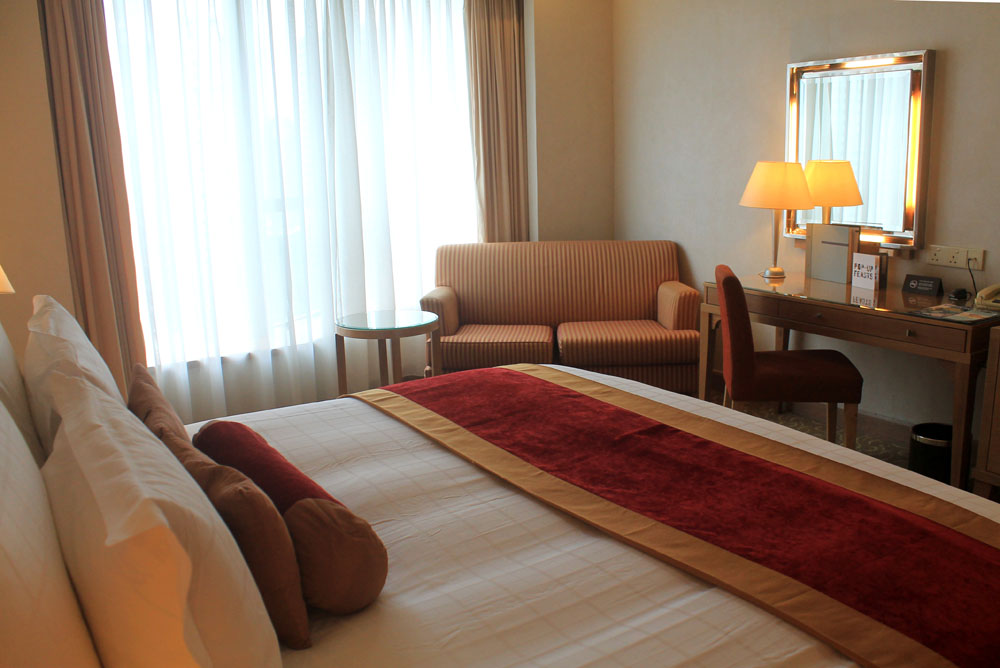 Pullman Kuala Lumpur City Centre Hotel and Residences - Hotel Room
