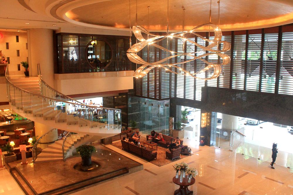 Pullman Kuala Lumpur City Centre Hotel and Residences - Hotel Lobby