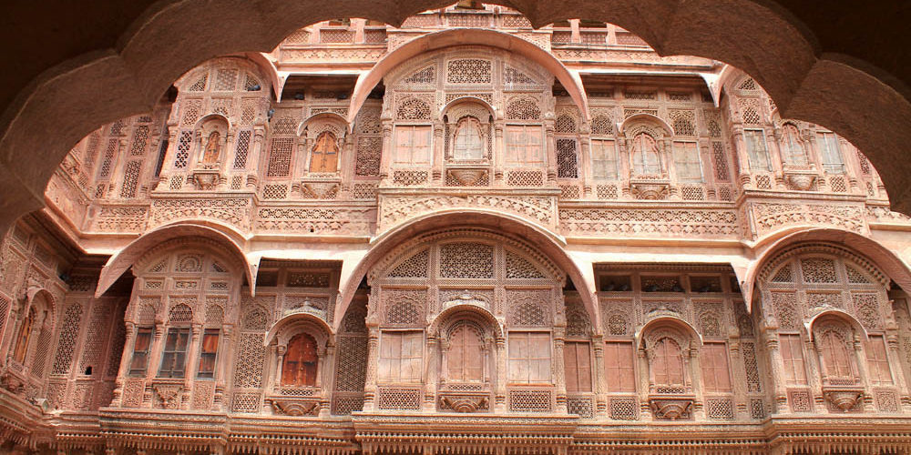 29 Of The Most Beautiful Palaces And Forts From Around World