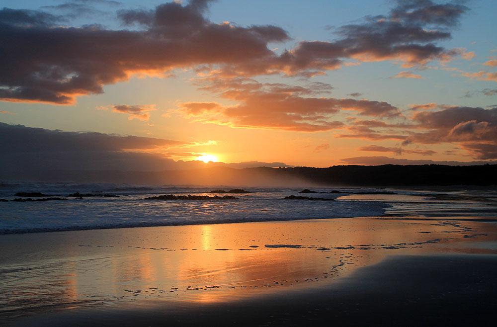 brighton-beach-dunedin-new-zealand