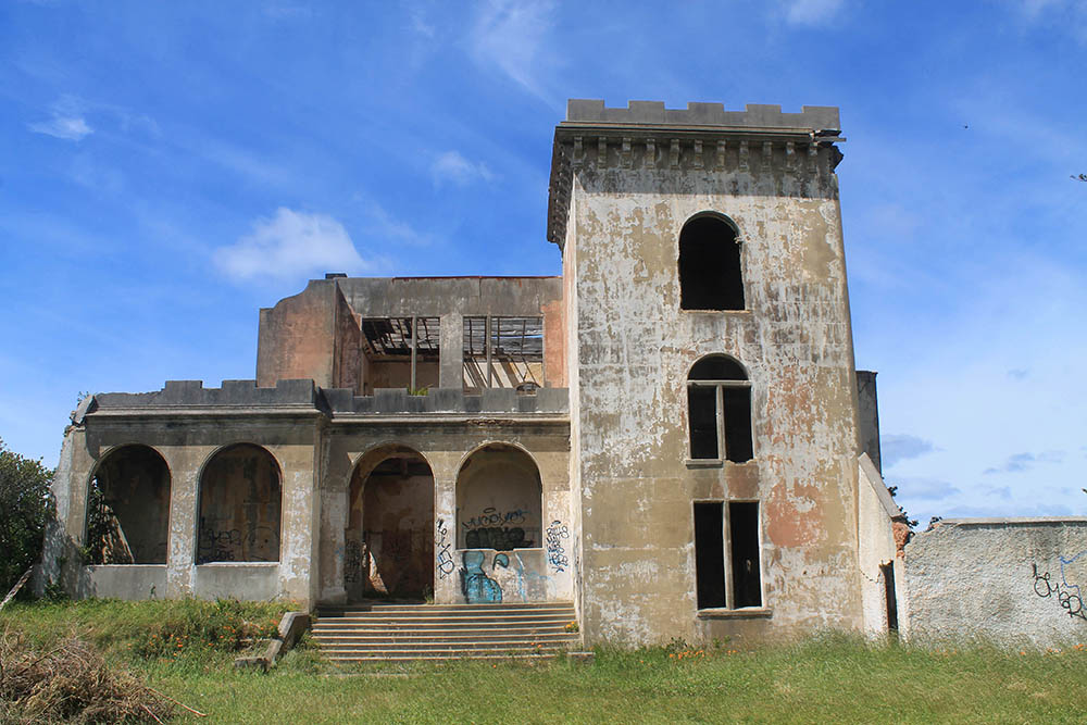 cargill-castle-dunedin-new-zealand