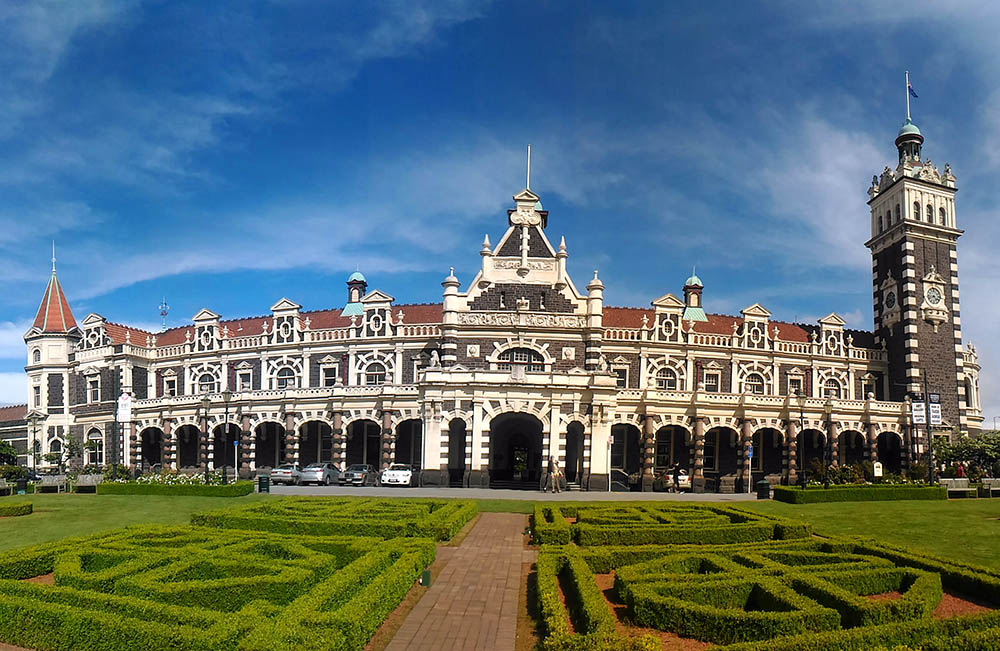 dunedin-railway-station-new-zealand