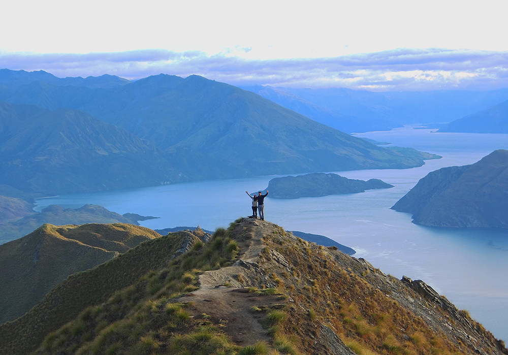 roys-peak-sunrise-instagram-view-wanaka-new-zealand