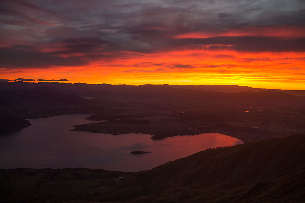 roys-peak-sunriseview-wanaka-new-zealand-