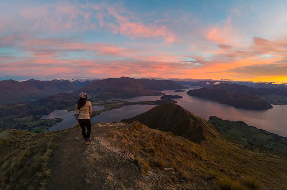 sunrise-roys-peak-wanaka-new-zealand